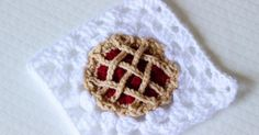 In this video youll learn to make this easy, beginner friendly bake shop blanket series crochet cherry pie granny square! Dont let the lattice crust fool you, this little guy is so easy Quick Crochet Patterns, Granny Square Crochet Pattern, Crochet Squares, Crochet Granny, Crochet Motif, Crochet Stitches, Granny Squares, Crochet Fall, Cute Crochet