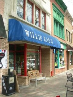 Shops On Marietta Square | Pet friendly dining at Willie Rae's on Marietta's historic square