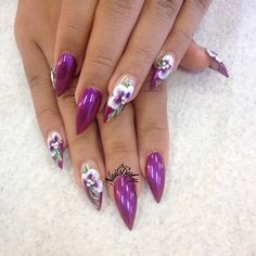 I love the way flowers look on pointed nails #handpainted