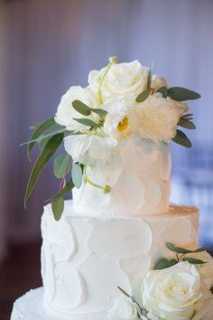 Buttercream Wedding Cake with Fresh White Flowers / St. Augustine, Florida / Séverine Photography