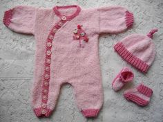Baby & Reborn Doll Knitting Patterns A large selection of my own design knitting patterns suitable for premature babies, newborn babies and babies up to 6 months of age. All of my patterns are suitable for reborn dolls. Arm Knitting, Baby Knitting Patterns, Baby Patterns, Knitting Ideas, Onesie Pattern, Romper Suit, Baby Cardigan, Reborn Dolls, Baby Girl Newborn