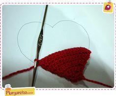 Eu decidi que na minha vida de fazer croche, eu tinha que aprender fazer um coração. Mas o detalhe é …