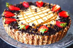A delicious No-Bake Cheesecake packed full of a Caramel creamy cheesecake filling, biscuits and topped with crushed oreos and fresh strawberries. A delicious dessert perfect for every occasion!
