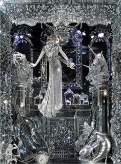 Bergdorf Display [White Queen]