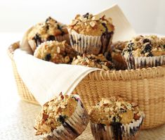 Whole Grain Blueberry Muffins: Blueberries, almonds, vanilla, and fresh orange give these delicious muffins a deep burst of flavor as well as nutrients and antioxidants. Muffin Recipes, Brunch Recipes, Breakfast Recipes, Breakfast Ideas, Sunday Breakfast, Sunday Brunch, Brunch Ideas, Sweets Recipes, Easter Recipes