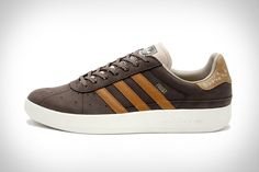 Lots of beer (and other stuff) gets spilled during Octoberfest. That's why these Adidas München Oktoberfest Sneakers are ideal footwear for the famous annual festival. The rich brown leather upper is complemented by three light brown stripes and given a...