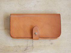 カジュアルな雰囲気のギボシ留め長財布「革鞄のHERZ公式通販」