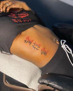 Tatoo Neck, Girl Neck Tattoos, Red Ink Tattoos, Spine Tattoos For Women, Girly Tattoos, Badass Tattoos, Mini Tattoos, Sleeve Tattoos, Tatoos