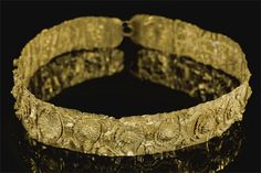 Alexandria, Egypt comes this noble-woman's diadem with tendrils and a Herakles knot clasp. Date: c. 200 – 100 BC.