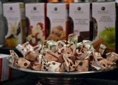 La Perla chokladtryffel fyllda av de finaste hasselnötterna och pistagenötterna: http://beriksson.net/vara-varumarken/la-perlahttp://beriksson.net/vara-varumarken/la-perla