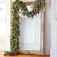 70 Beautiful White Christmas Decor Ideas On A Budget GORGEOUS and elegant Christmas decor The post 70 Beautiful White Christmas Decor Ideas On A Budget appeared first on Belle Ouellette. Elegant Christmas Decor, Decoration Christmas, Noel Christmas, Xmas Decorations, Winter Christmas, Christmas Crafts, Christmas Wedding, Christmas Garlands, Christmas Greenery