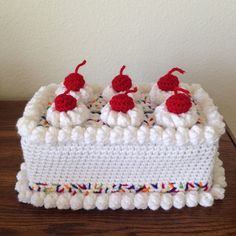 For inspiration - couldn't find this for free -Free Patterns - Crochet Cake Sachets Crochet Cake, Crochet Fruit, Crochet Diy, Crochet Food, Crochet Kitchen, Crochet Crafts, Crochet Dolls, Crochet Flowers, Crochet Projects