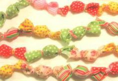 After racking me ole brain for a new idea for a craft swap, I came up with this: the Bonbon Garland. Pink Christmas Decorations, Christmas Backdrops, Christmas Makes, Christmas Fun, Christmas Ornaments, Christmas Projects, Holiday Crafts, Holiday Ideas, Old Fashion Christmas Tree