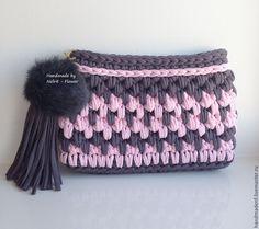 """Купить Вязаный клатч с помпоном из меха """"Серый и розовый"""" - серый, орнамент, розовый, харизматичный образ"""