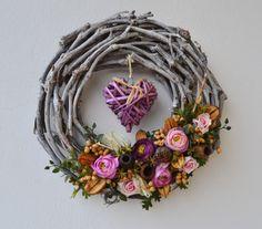 s proutěným srdíčkem / Zboží prodejce Vendula Strejcová Summer Wreath, Grapevine Wreath, Grape Vines, Wreaths, Home Decor, Fabric Purses, Flowers, Decoration Home, Door Wreaths