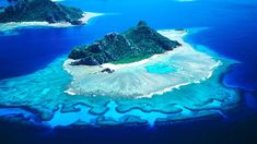 Meet the top 10 most beautiful islands in the world. These paradisiacal islands will tempt you to take a vacation. -Bora Bora Located in the French Polynesia. Beautiful Islands, Beautiful Beaches, Asian Continent, World Trends, Travel General, Small Island, White Sand Beach, French Polynesia, Archipelago