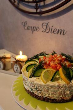 Kakkuviikarin vispailuja!: Hyydytetty lohikakku Cheesecakes, Buffet, Diy And Crafts, Food And Drink, Table Decorations, Kala, Entertainment, Ideas, Savoury Cake