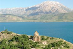 #ExpediaThePlanetD before entering Iran I'd stop on the picturesque lake of Van in Turkey