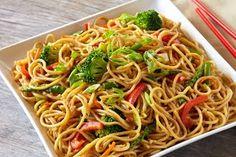 Chow Mein - Japanese Noodles and Skins - Nanka Seimen Veg Noodles Recipe, Noodle Recipes, Pasta Recipes, Cake Recipes In Hindi, Sweets Recipes, Mohanthal Recipe, Ragda Patties Recipe, Fried Spaghetti, Momos Recipe