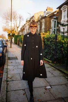 black spotty Whitepepper dress Modest Outfits, Modest Fashion, Hijab Fashion, Fashion Outfits, Dr. Martens, Fashion 2017, Womens Fashion, Clothing Blogs, White Fashion