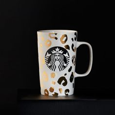 A+ceramic+coffee+mug+with+shiny+leopard+pattern+design.+Part+of+the+Dot+Collection.