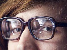 Viele Menschen brauchen eine Brille oder Kontaktlinsen. Dies kann schnell sehr teuer werden. Wer bezahlt das?  Hier erhälst du die Antwort: http://www.krankenkasse-wechsel.ch/brillen-und-kontaktlinsen-kostenubernahme-der-krankenkasse/