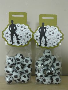 """Stans: Marianne Design CR1377, Yvonne's Creation """"Soccer player"""" Papier: Wild Rose """"PP028""""Man about town"""