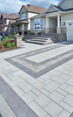 Modern Driveway Paving Design - Mix colors, patterns and products to create a dynamic driveway. This modern driveway pattern added a touch of traditional with the center pavers. Front Garden Ideas Driveway, Modern Driveway, Driveway Paving, Driveway Design, Paver Walkway, Driveway Landscaping, Modern Landscaping, Driveway Border, Stone Driveway