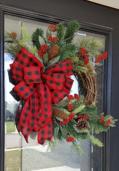 Cute Winter Wreath Decoration Ideas To Compliment Your Door - When most of us think of front door wreaths we think circle, evergreen and Christmas. Wreaths come in all types of materials and shapes. Dollar Store Christmas, Christmas Wreaths To Make, Holiday Wreaths, Rustic Christmas, Christmas Crafts, Winter Wreaths, Spring Wreaths, Christmas Time, Christmas Reef