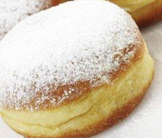 Crispy and Creamy Doughnuts Köstliche Desserts, Delicious Desserts, Dessert Recipes, Slovenian Food, Home Bakery, Food Industry, Fritters, Recipe Collection, Doughnuts