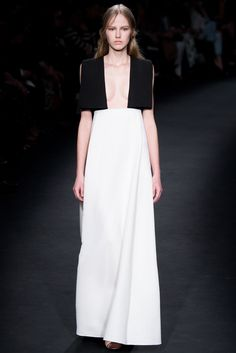 Valentino Fall 2015 Ready-to-Wear Fashion Show - Paula Galecka (Viva)