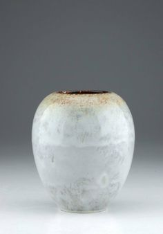 Vase. Mobach, Utrecht. 20th cent. Stoneware, glazed. Marked to the base. size: H. 21,5 cm.  Slight craquelé.