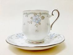 English teacup, Royal Albert - Satin Rose - Small Teacup 0,15 liter - Teacup & Saucer - Bone China - White, Blue Flowers and Silver Leaves