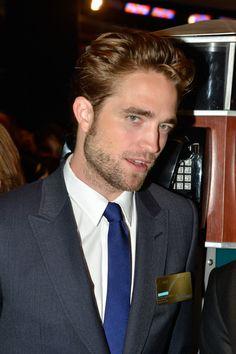 Robert Pattinson Photo - Robert Pattinson & David Cronenberg Ring The Opening Bell At The NYSE