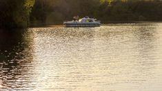 A Tisza két szakaszán indul el a nyaralóhajózás. Tiszalök felett Vásárosnaményig, illetve Sárospatakig lehet hajózni, a Tisza-tavat is érintő szakasz pedig Kisköre és Tiszalök között indul. De mielőtt belemennénk a történet meselésébe, gyorsan összeszedjük, hogy fog kinézni a Tiszai Nyaralóhajó Program. Kattints és ismerd meg! #welovetiszato #Tisza-tó #kirándulás #belfölditurizmus #Tisza #túra #hajózás #hajótúra Boat, Dinghy, Boats, Ship