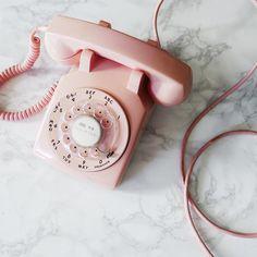 Pink retro phone aesthetic think, rosa, pink Betty Cooper Aesthetic, Aesthetic Vintage, 1950s Aesthetic, Aesthetic Girl, Aesthetic Pastel Pink, Telephone Vintage, Vintage Phones, Image Deco, Tout Rose