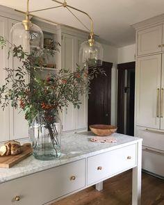 Marble kitchen island - home sweet home - Decoration Inspiration, Interior Inspiration, Sunday Inspiration, Kitchen Inspiration, Decor Ideas, Bar Ideas, Home Luxury, Classic Kitchen, Minimal Kitchen