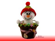 We sell here the suitable, easy to understand and illustrated crochet pattern to the snowman in a pot. Crochet basic knowledge are essential, because the manual does not basic course site constitutes. The snowman in a pot in the picture is crocheted with