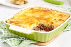 Hearty English Recipe: Cottage Pie --http://12tomatoes.com/2013/12/recipe-cottage-pie-for-the-whole-family.html