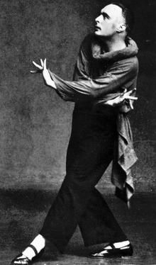 Rudolph von Laban was a dancer and dance theorist. He invented Labanotation and studied movement in fencing and dance. He wrote the book Effort about efficiency of movement.