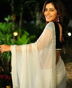 Beautiful Girl Indian, Most Beautiful Indian Actress, Beautiful Girl Image, Beautiful Saree, Beautiful People, Beautiful Bollywood Actress, Beautiful Actresses, Indian Navel, Saree Backless