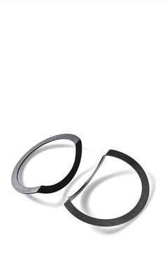 Phoebe Porter | 90 degrees bracelets Minimal Jewelry, Trendy Jewelry, Modern Jewelry, Jewelry Trends, Jewelry Art, Jewelry Bracelets, Fine Jewelry, Jewelry Design, Fashion Jewelry