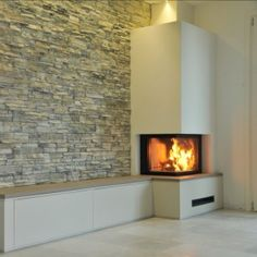 moderna ložišta Home Fireplace, Fireplace Remodel, Modern Fireplace, Living Room With Fireplace, Fireplace Ideas, Modern Electric Fires, Modern Wood Burning Stoves, Contemporary Fireplace Designs, Snug Room