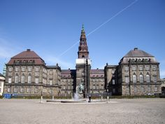 Photo of Paleis Christiansborg (Christiansborg Slot) Chicken Breast Recipes Healthy, Healthy Meals For Two, Healthy Crockpot Recipes, Game Design, Cake Light, Utah, Las Vegas, Sunday Sauce, Brisket Sandwich