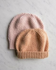 A hat that feels as good as it looks, the Fluffy Brioche Hat is an free knit hat pattern that reminds us of a toasted pastry. Beanie Knitting Patterns Free, Baby Hats Knitting, Easy Knitting, Knit Patterns, Knitted Hats, Kids Knitting, Cable Knitting, Knit Crochet, Textiles