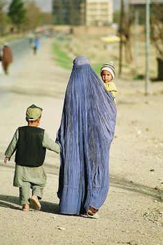 Hold my hand . Afghanistan