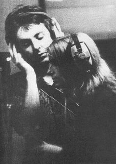 Paul and Linda McCartney in the studio. Paul Mccartney And Wings, Lennon And Mccartney, St John Paul Ii, Sir Paul, Lady Of Fatima, Can You Take, My First Crush, He Is Able, Christians