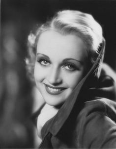 Carole Lombard, great color photo of her Old Hollywood Movies, Golden Age Of Hollywood, Vintage Hollywood, Hollywood Glamour, Hollywood Stars, Classic Hollywood, Hollywood Icons, Hollywood Actresses, Classic Actresses