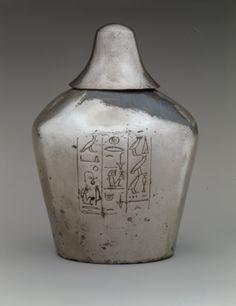 お偉いさんに献上するお酒用の銀製容器