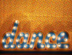 """Enseigne en bois dance, pour une soirée lumineuse !  Neon sign/Marquee letters """"Dance"""" !"""